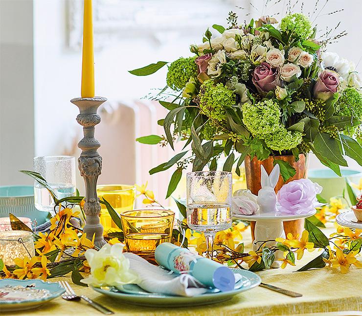 Вбукете: гортензии, розы двух цветов, анемоны, эвкалипт, травы