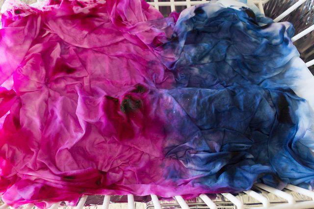 Акварельные подушки. Попробуйте новую технику окрашивания ткани со льдом