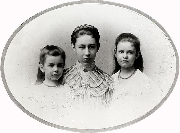 Анна, Матильда иСофия Фрейд, 1899