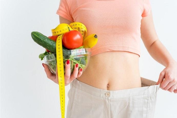 Женщина совощами, диета, красивый живот