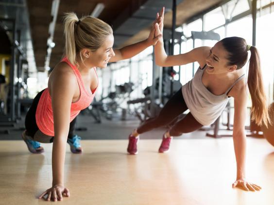 Три простых, но очень эффективных комплекса упражнений, которые можно делать где и когда угодно