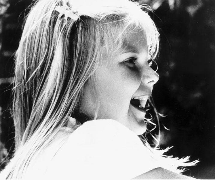 Луиза росла совершенно обычным ребенком