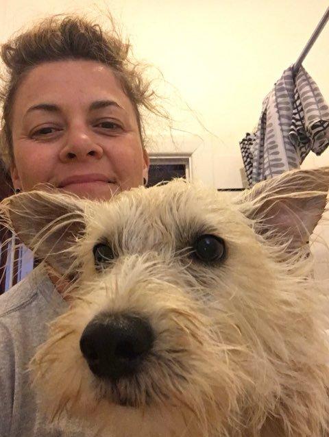 Сара Харрисон со своим псом Джеком