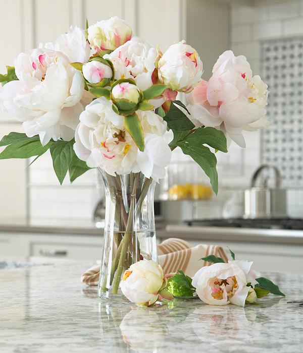 цветы пионы ваза сцветами