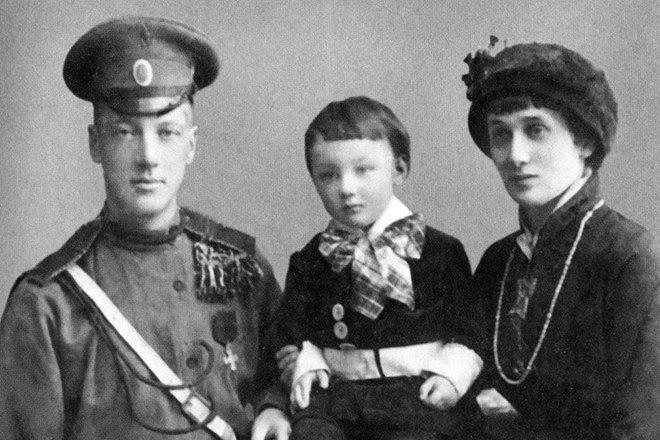Николай Гумилев иАнна Ахматова ссыном