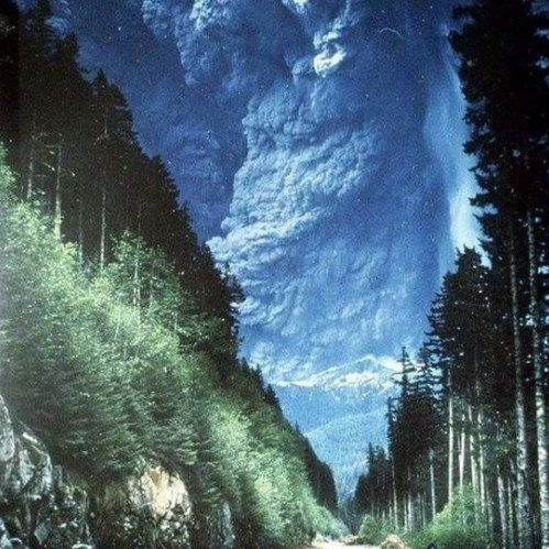Начало извержения вулкана Сент-Хеленс