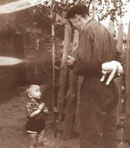 Сын ждет подарка отпапы, 1929 год