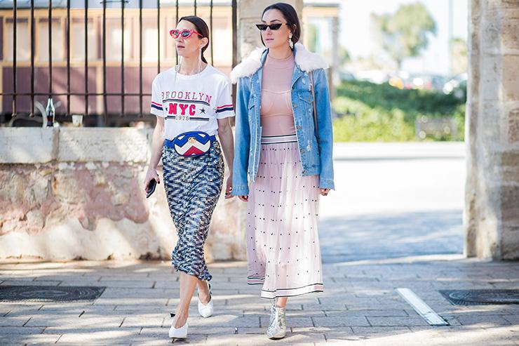 две стильно одетые девушки