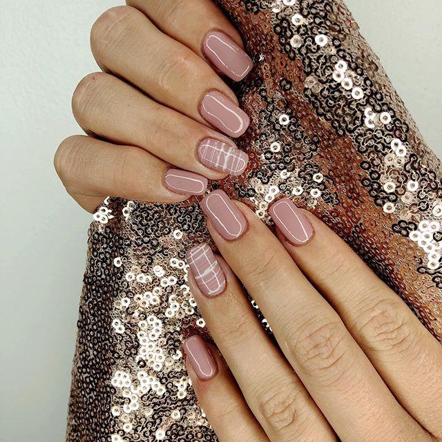 @lavish.nail.bar