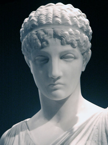 От Древнего Египта до Декаданса: как менялись прически в разные эпохи