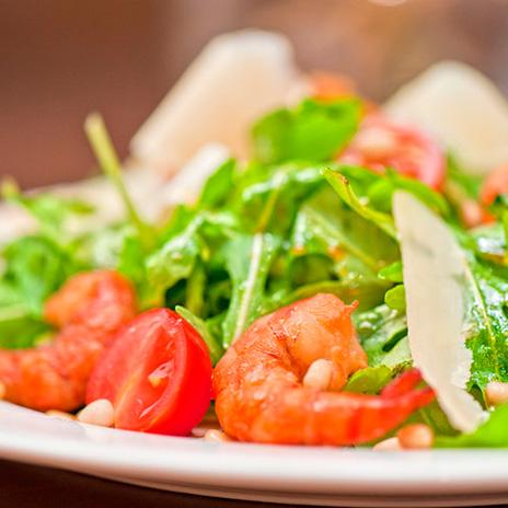 Рецепт салата скреветками, авокадо инеобычной заправкой