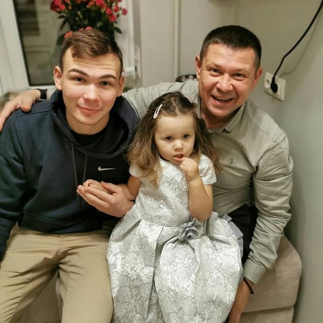 Анатолий Гущин сДаниилом иГлафирой