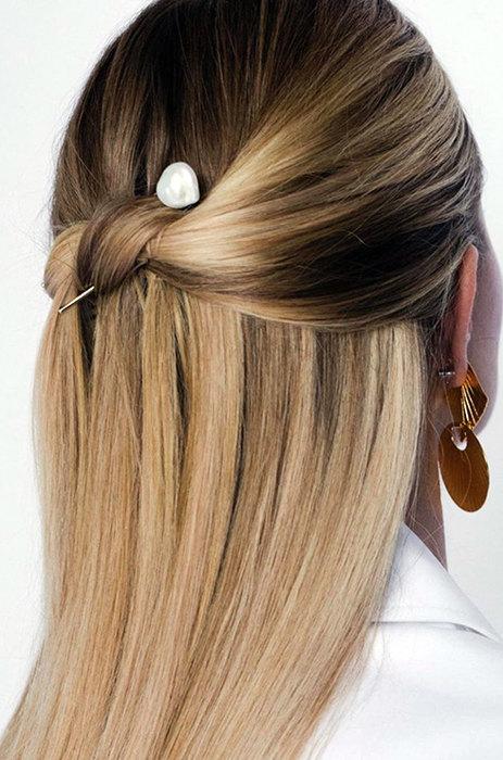 Волосы, завязанные вузел