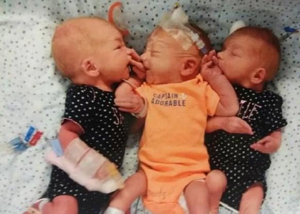 Малыши Блейз, Джипси иНикки родились сразницей вчетыре минуты свесом около двух килограммов.