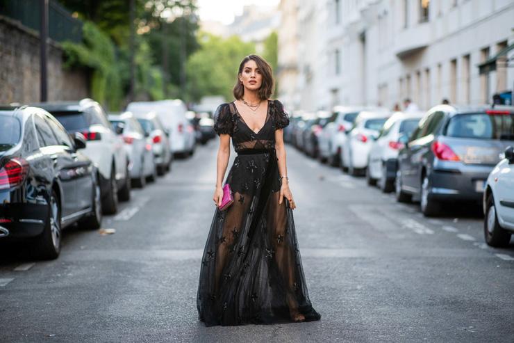 девушка вчерном платье