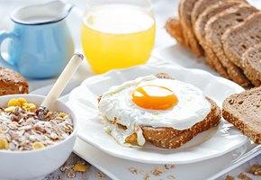 Как оригинально подать яичницу: 10 вкусных идей на завтрак, обед и ужин