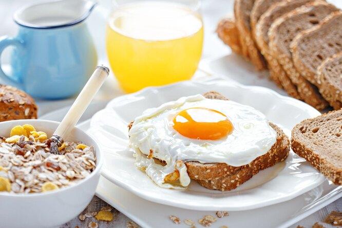 Как оригинально подать яичницу: 10 вкусных идей назавтрак, обед иужин