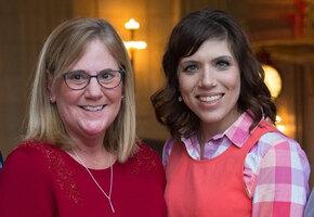 «Меня назвали медицинскими отходами»: история девочки, выжившей после аборта — и нашедшей маму спустя 30 лет