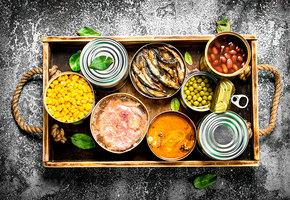 5 быстрых рецептов с консервами: суп, салаты, сальса и рагу с тушёнкой