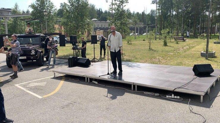 Максим Леонидов выступает 18 июня передврачами ипациентами онкоцентра