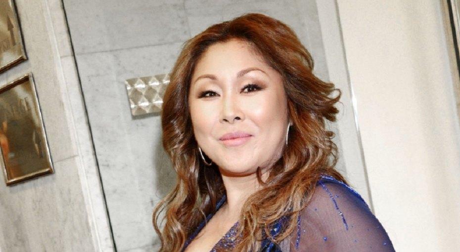 «Взгляд хитрющий»: 48-летняя Анита Цой восхитила поклонников моложавым внешним видом