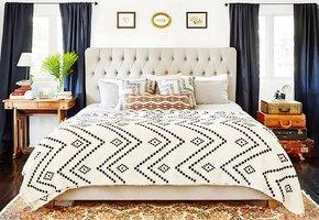 Что поставить у кровати: 12 неожиданных предметов, которые заменят прикроватную тумбочку