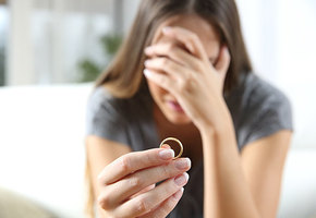 Без вины виновная: почему женщины стыдятся развода?