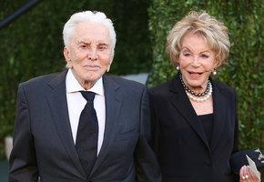 Кирк Дуглас и Энн Байденс: как старейшей паре Голливуда удалось сохранить любовь