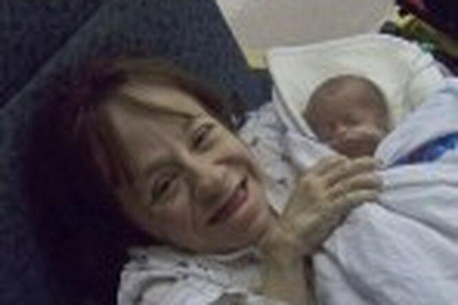Самая маленькая мама вмире родила втретий раз