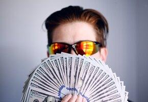 Купил роскошные авто, но одевается в супермаркете: как живет победитель лотереи