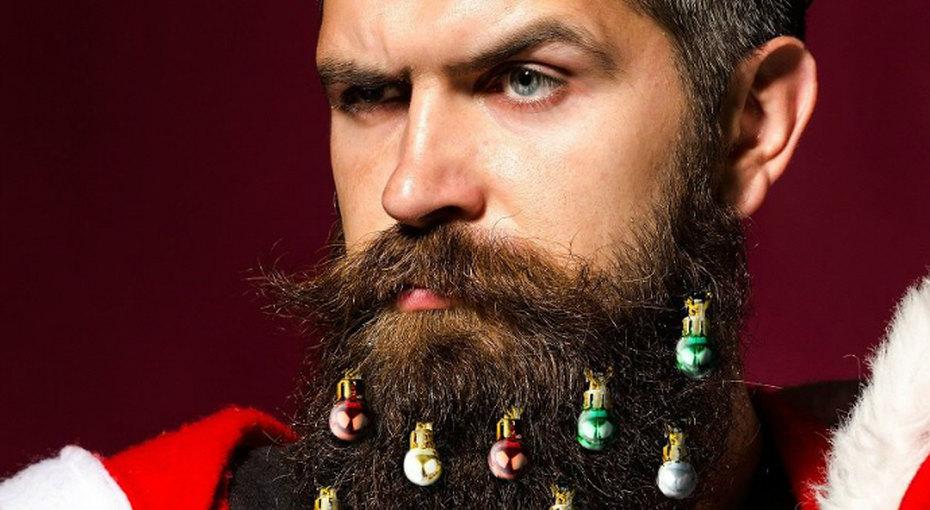 Новый праздничный тренд: мужчины наряжают бороды