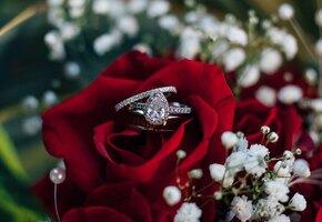 «Только для мужчин»: невесте отказали в продаже костюма на свадьбу