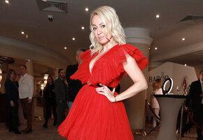 «Мне 45, а я в прозрачном платье»: Яна Рудковская идёт на свадьбу к Светлане Бондарчук