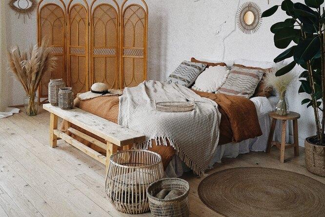 Важный штрих вашей спальни: что будет стоять вногах кровати?