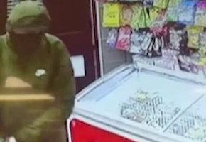 11-летняя девочка и ее отец спасли магазин от вооруженного грабителя