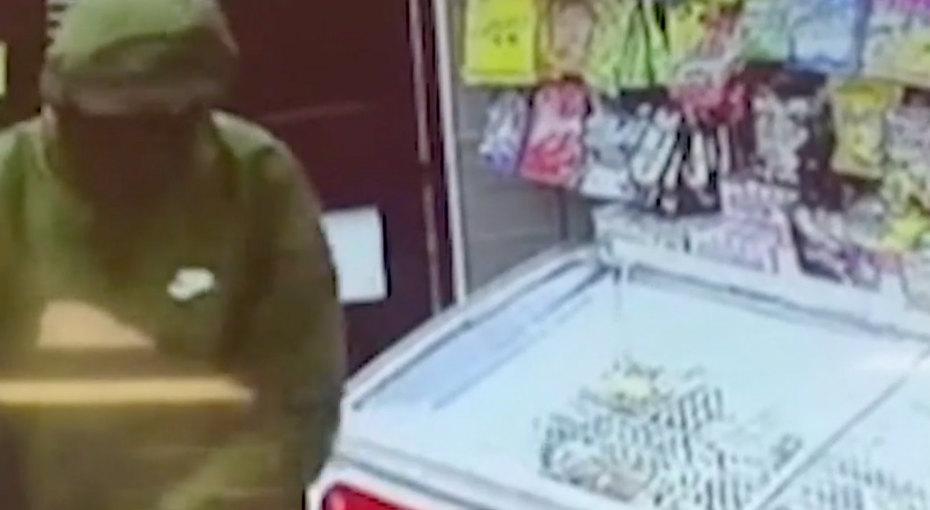 11-летняя девочка иее отец спасли магазин отвооруженного грабителя