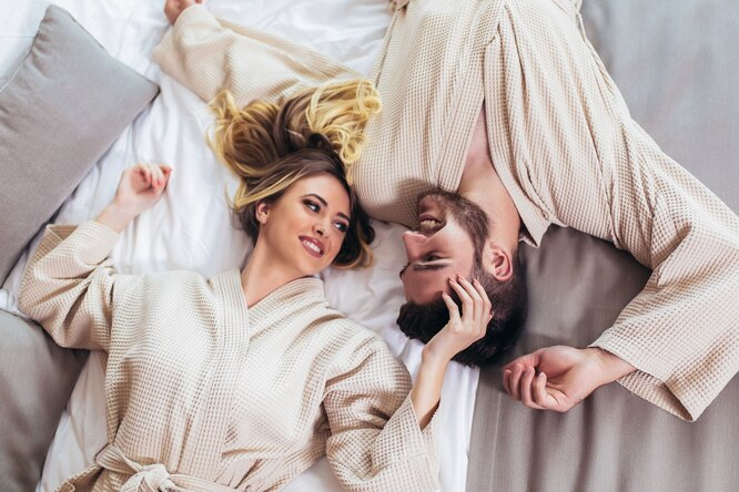 Махровые, плюшевые, твои: 7 лучших халатов длядома