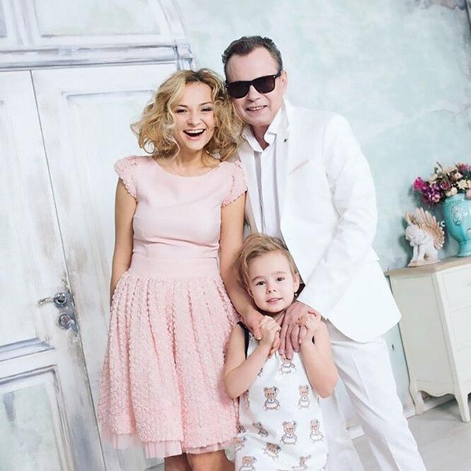Владимир Левкин с женой Мариной Ичетовкиной и сыном