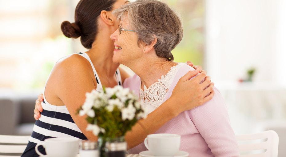 Как помочь постаревшим родителям (и несойти сума)
