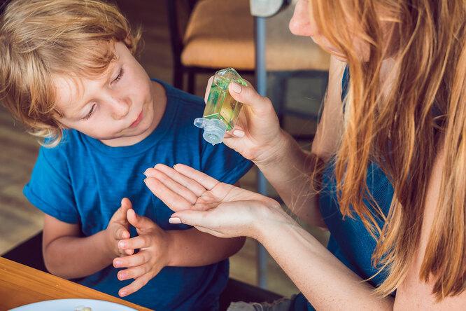 11 неожиданных способов использования антисептика длярук