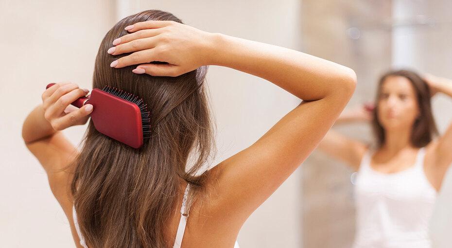 Гадание нарасческе: 6 болезней, которые можно определить посостоянию волос