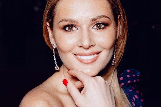 «Нереальная красотка!» 35-летняя Мария Кожевникова похвасталась фигурой вбикини
