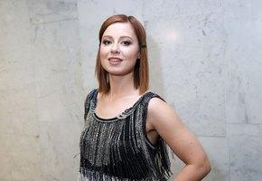 «На маму очень похожа»: Юлия Савичева выложила архивное фото с родителями