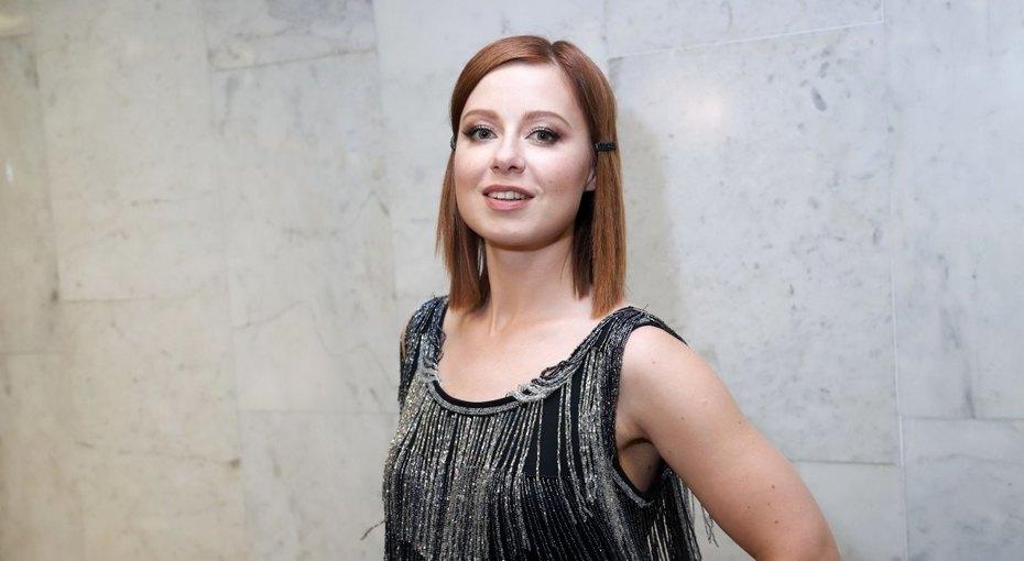 «На маму очень похожа»: Юлия Савичева выложила архивное фото сродителями