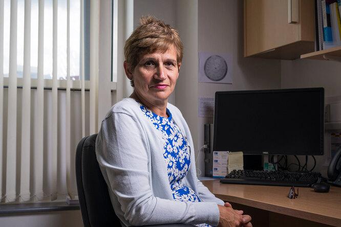 «Это была худшая болезнь вмоей жизни, а ведь я врач»: 60-летняя британка рассказала, чем лечила коронавирус