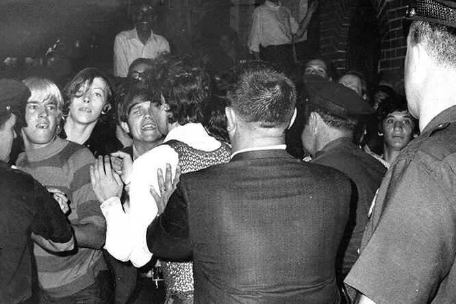 «Обратного пути нет»: история стоунволлских протестов, изменившая мир