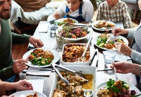 «Приходите на нас посмотреть»: обедающая семья стала экспонатом музея