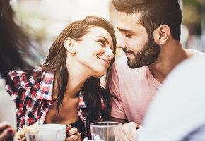 8 неочевидных признаков того, что он в вас влюблен