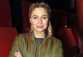 «Симпатичная пышечка»: Наталья Рудова в мини показала эффектный пуш-ап