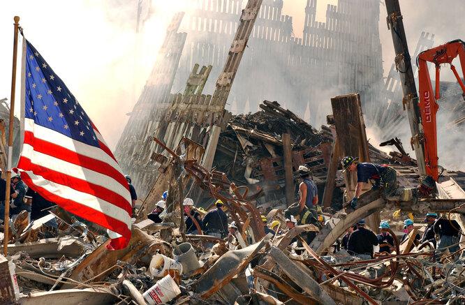 Разбор завалов на месте башен Всемирного торгового центра